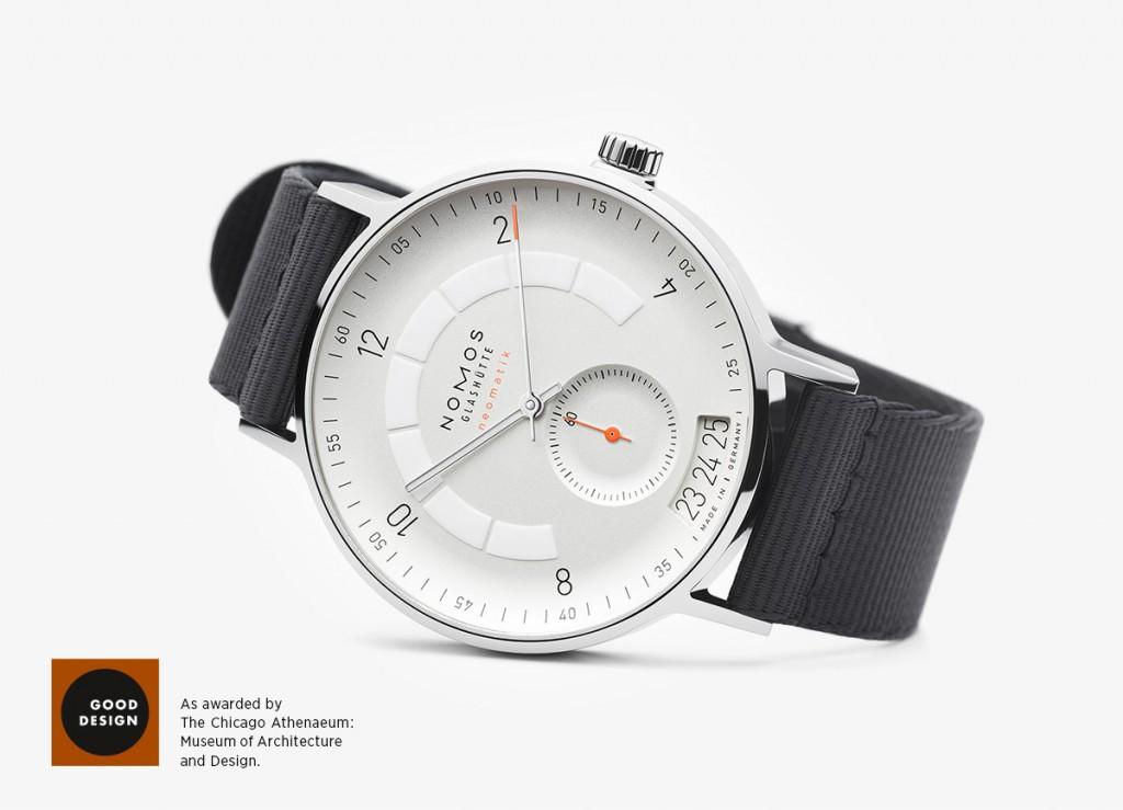 «Excelencia de diseño internacional» es el galardón obtenido por el modelo Autobahn de NOMOS Glashütte, en la imagen con esfera en blanco plateado, en los premios de diseño más antiguos del mundo. 
