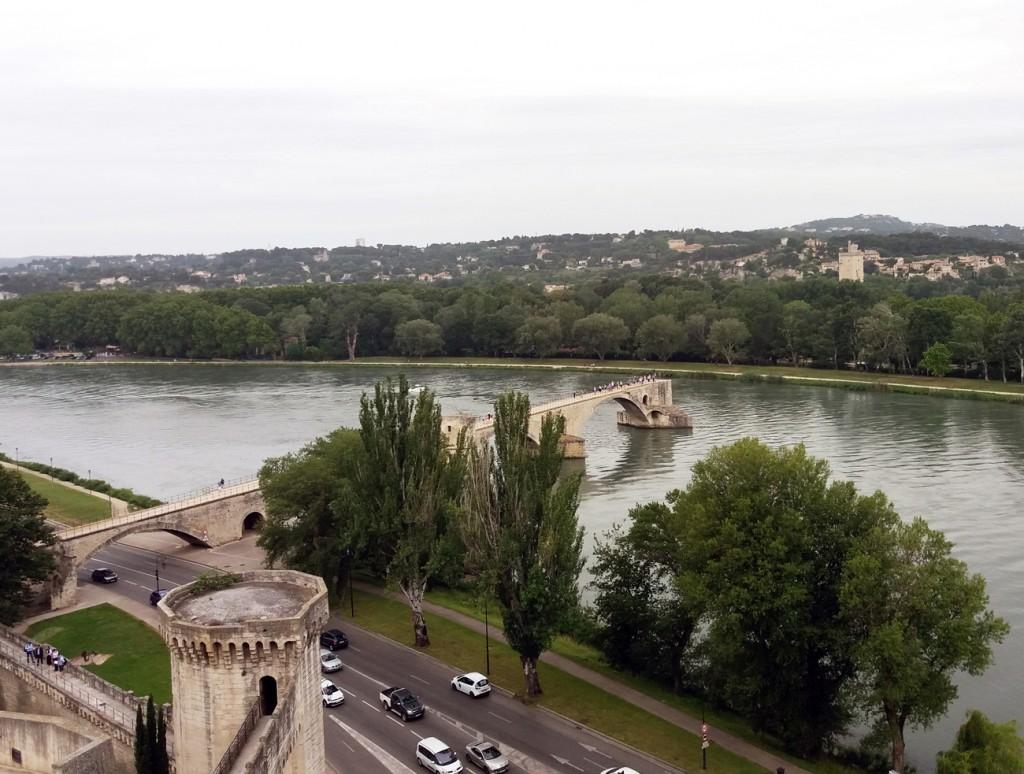 Vistas al puente St-Bénézet desde Rocher des Doms.