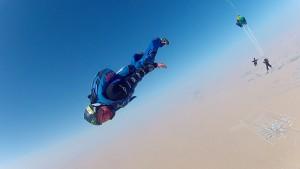 A. del Rey haciendo skydive en Dubái.