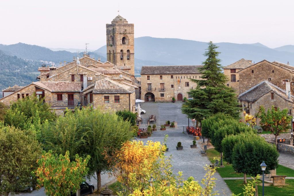 Aínsa-Sobrarbe (Huesca), el pueblo elegido como Capital del Turismo Rural en 2018. Foto: Shutterstock.com.