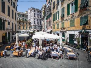 """En la Piazza delle Erbe de Génova se concentran los """"ristorantes"""" típicos."""