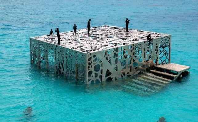 Museo Coralarium creado por el artista Jason deCaires Taylor para homenajear la vida marina.