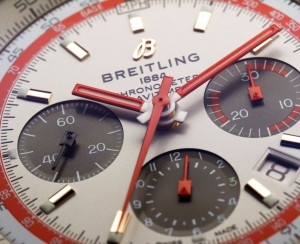 Reloj de la TWA Edition. Los modelos presentan un bisel rotatorio bidireccional, equipado con la célebre regla de cálculo circular para realizar todos los cálculos necesarios para la navegación aérea.