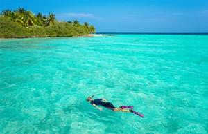 Destino de playa, snorkeling y buceo.