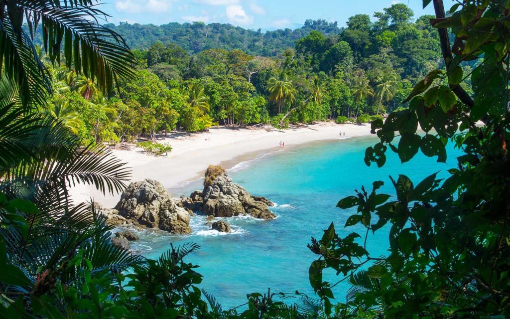 Playa de Manuel Antonio, un pequeño pueblo costero.