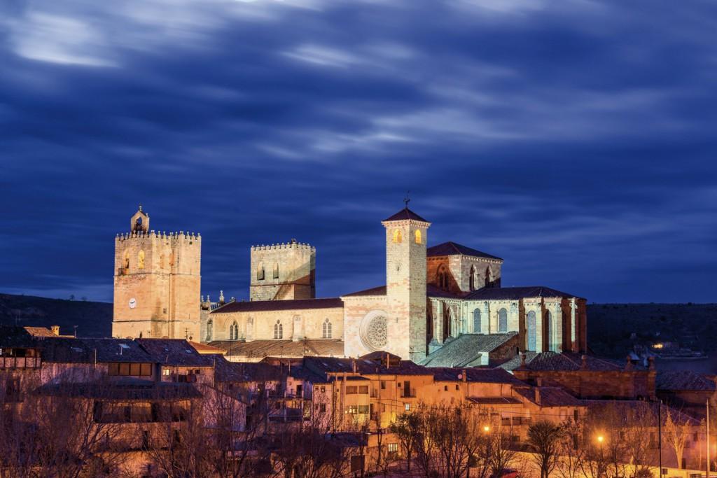 Sigüenza de noche. Fuente: Turismo Castilla-La Mancha.