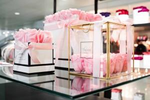 Bouquets de rosas preservadas de la tienda floristería pop-up por San Valentín.