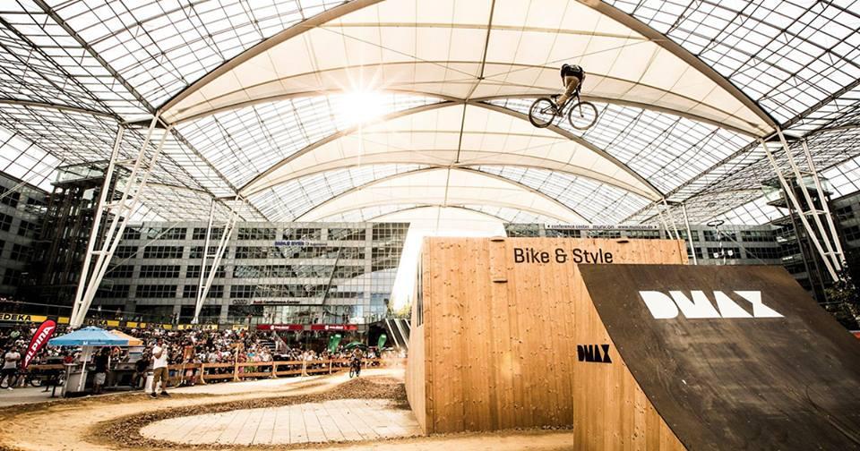 El festival Bike&Style es una de las actividades que se realizan a lo largo del año en la plaza central cubierta del aeropuerto.