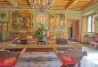 Inmensas pinturas, techos altos de madera y piezas antiguas de mobiliario para que el inquilino entre un viaje sensorial aristócrata.
