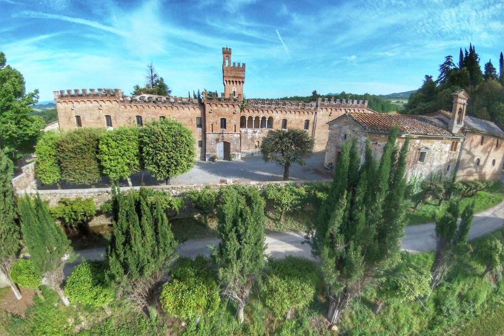 Este espectacular castillo, Castello nel Chianti, en la Toscana, se puede alquilar tal que si fuera una casa más del buscador.