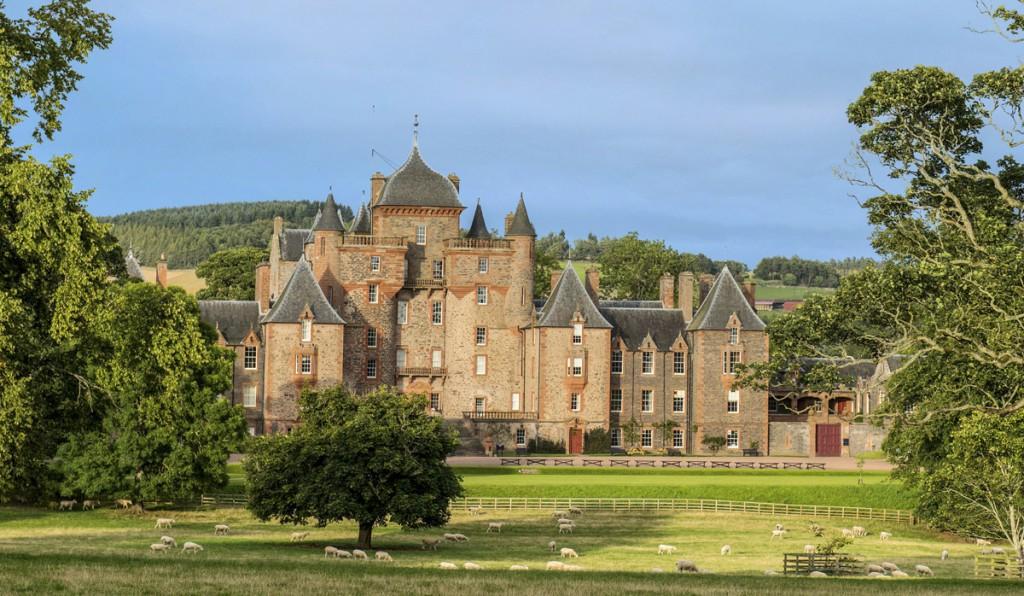 """En ésta, una de las siete """"Grandes Casas de Escocia"""", se puede alquilar uno de sus cuatro apartamentos preparados en su interior."""