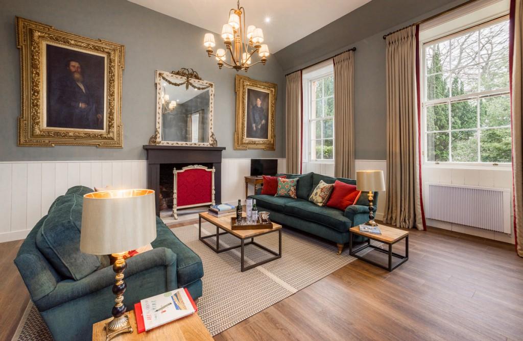"""Cuatro confortables alojamientos a los que llaman """"apartamentos"""" aunque sus dimensiones sean más bien de piso."""