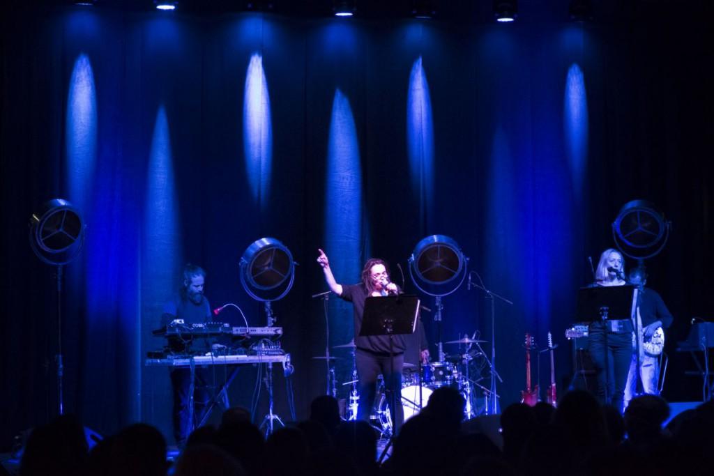 Actuación durante los LUMA DAYS. Foto: © Victor & Simon