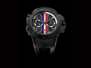 El reloj viene con una correa de goma especial inspirada en el emblemático capó trasero del Bugatti Chiron.