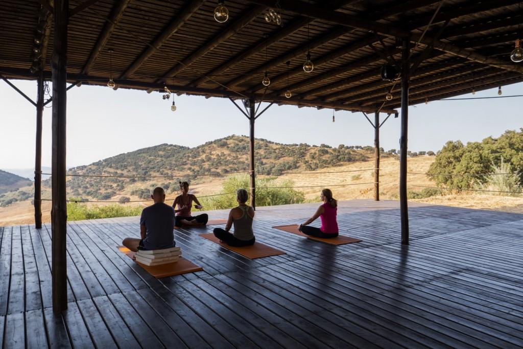 Clase de yoga. Foto: Anna-Maria Indra