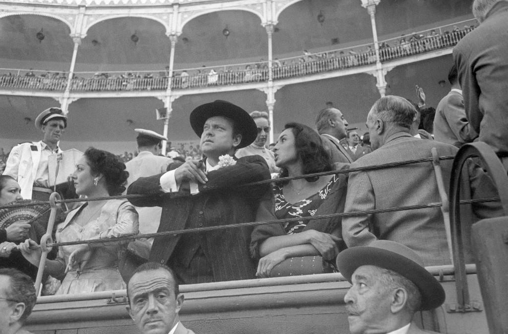 Fografía de Orson Welles en Las Ventas en 1954 en una exposición de la Sala El Águila.