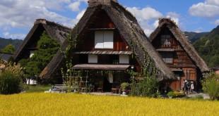 """•Sus casas tradicionales son del estilo gassho-zukuri, que significa literalmente """"como manos en oración"""". Foto: Copyright JNTO."""