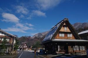 """Las casas son de estilo gassho-zukuri, que significa """"como manos en oración""""."""