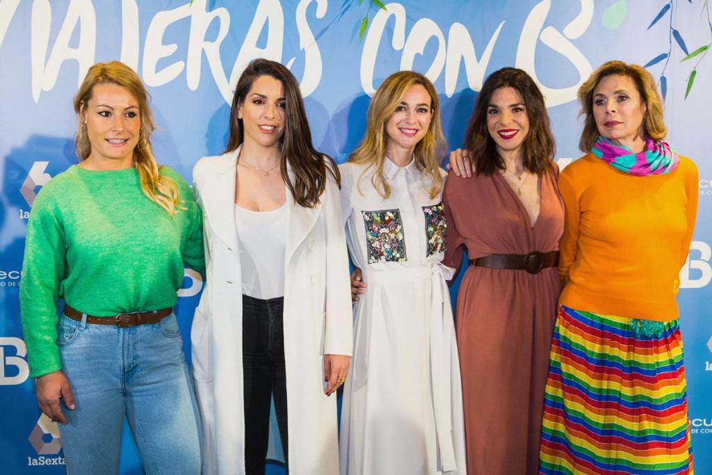 Algunas de las viajeras, como Lydia Valentín, Ruth Lorenzo, Marta Hazas y Ágatha Ruiz de la Prada  junto a la presentadora y reportera del programa, Nadia Benyahya.