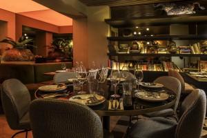 Puede alargar la experiencia culinaria de una forma cómoda en un pequeño espacio junto a una biblioteca.
