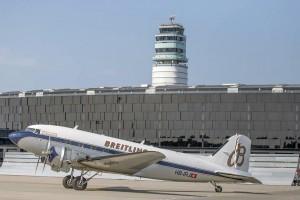El autobús acerca a los visitantes hasta el Breitling DC3 cuando pasa por Viena en su gira mundial. Este año 2019 sucedió el pasado 22 de abril. Foto: Vienna Airport