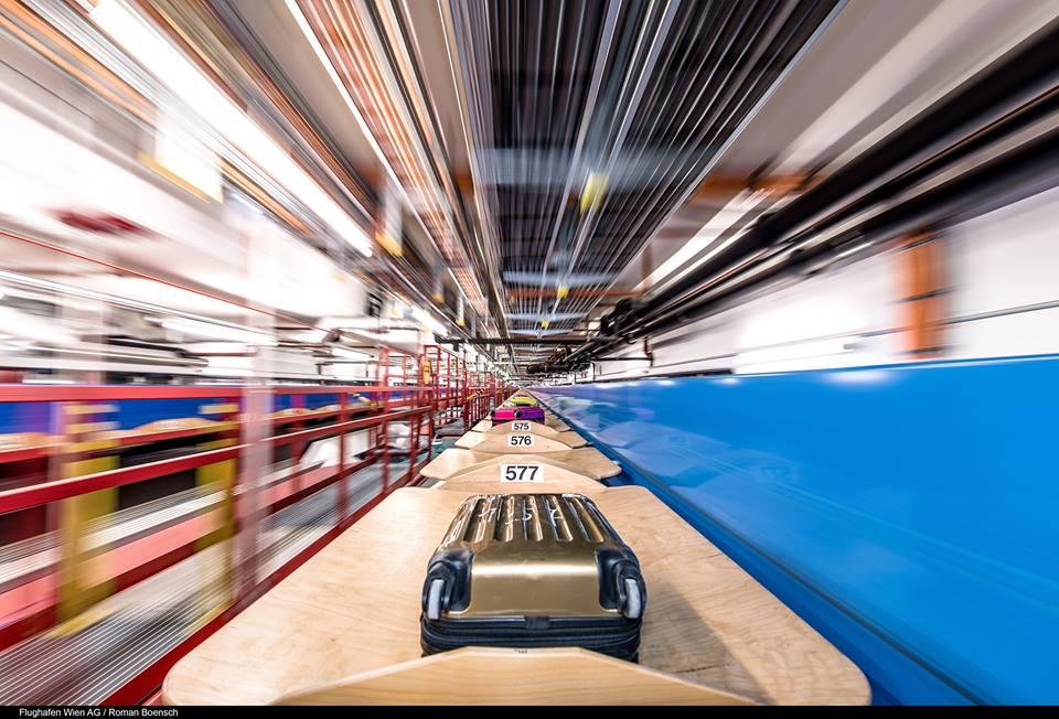 Tras una maleta, el espectador viaja por la infraestructura de equipajes. Foto: Vienna Airport