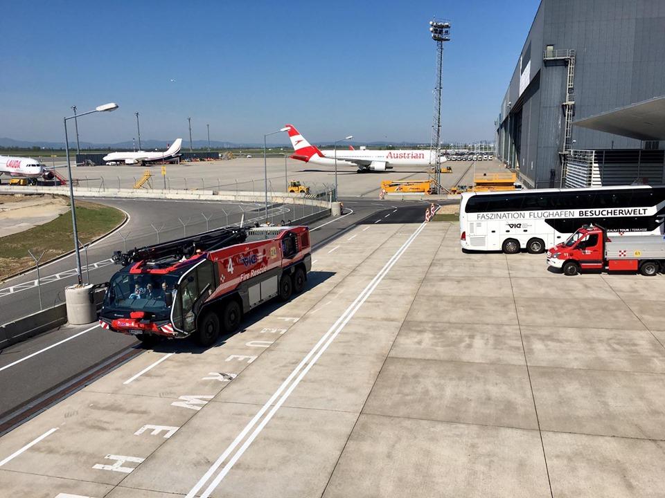 El tour lleva a los visitantes por la plataforma del aeropuerto. Foto: Vienna Airport