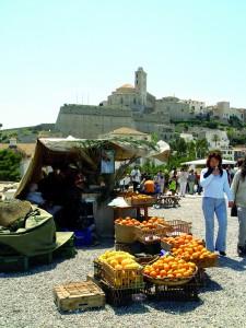 Más de 150 puestos de artesanía y gastronomía.