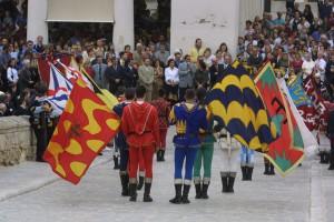 Juglares, artesanos, comerciantes de especias, bailarines, caballeros, princesas, encantadores de serpientes…