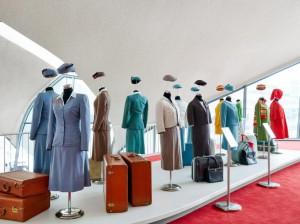 Los antiguos uniformes de las azafatas de TWA expuestos en el nuevo museo.
