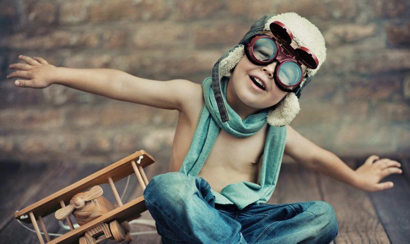 """La """"Guía Suavinex. El primer viaje de mi bebé"""" recoge la información de los trámites necesarios para viajar con bebés y niños. Foto: Suavinex"""