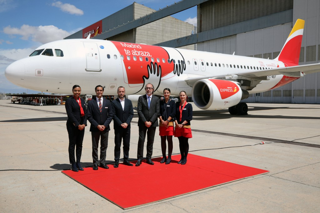Avión vinilado Iberia Express_Abrazo de Madrid