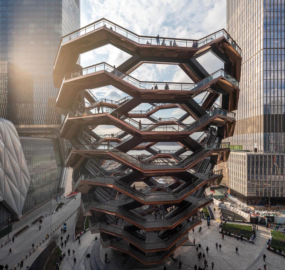 La estructura de escaleras mide 45 metros de alto.