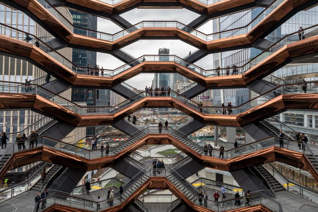 NYC estrena barrio, Hudson Yards. En el centro se erige The Vessel, una estructura de escaleras de 45 metros de alto. Foto: 6sqft.com