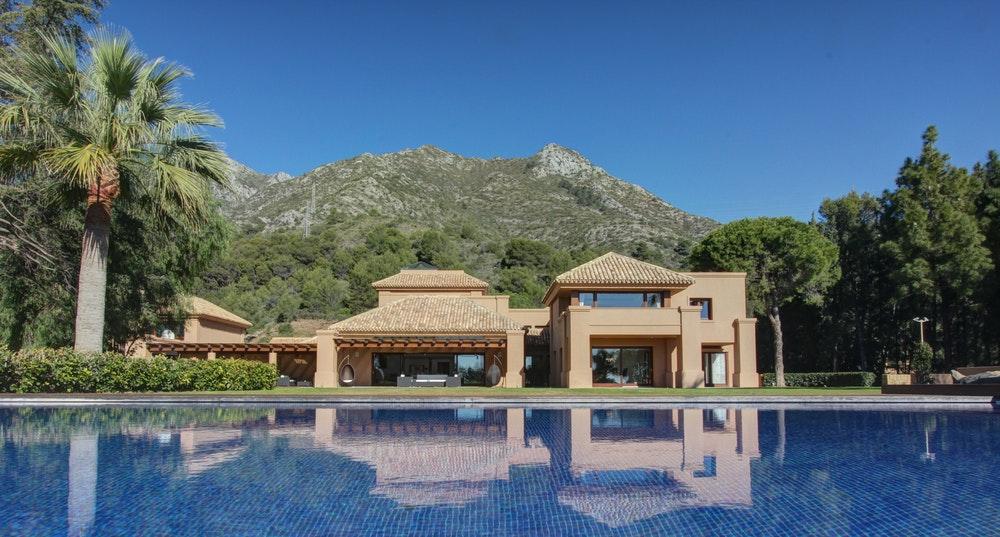 Una de las residencias disponibles en Marbella es Villa Freedom.