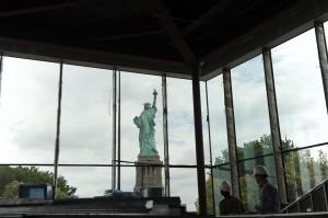 La Estatua de la Libertad vista desde el interior de su nuevo museo.