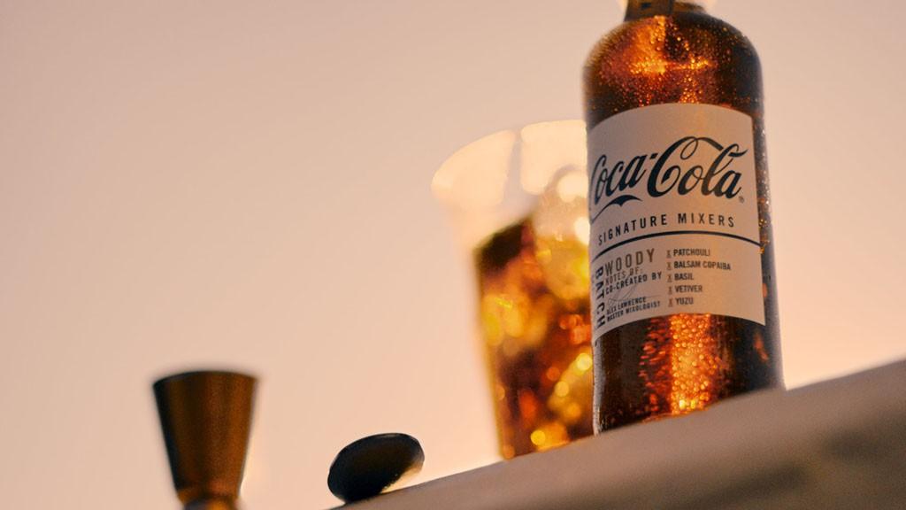 """Coca-Cola reinterpreta el concepto de tónicas premium de las ginebras lanzando """"Coca-Colas premium"""" para ron y whisky."""