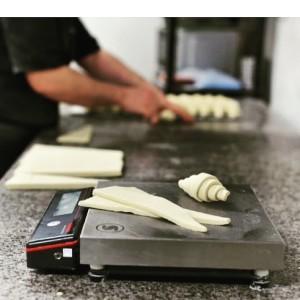 En Ernest & Valentin su bollería está hecha con mantequilla y moldeada a mano.
