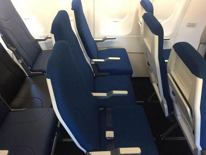 Una disposición escalonada y un asiento algo más ancho.