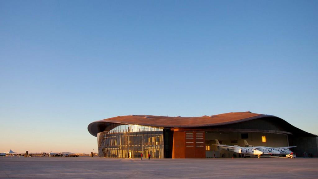 Exterior del aeropuerto espacial Virgin Galactic.