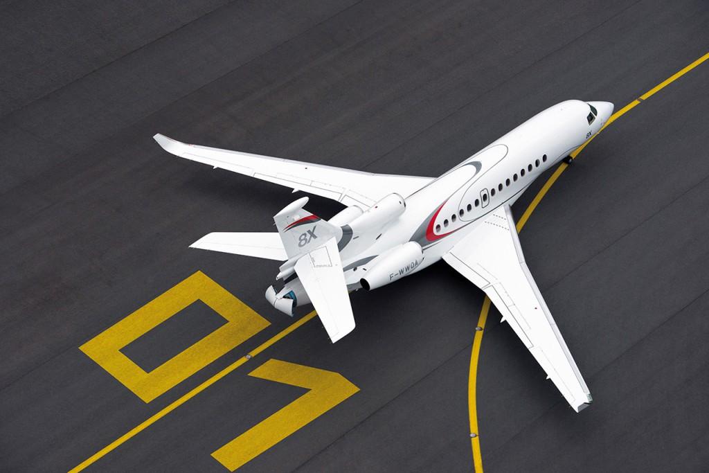 El Dassault Falcon 8X es el 4º avión ejecutivo más rápido. Alcanza una velocidad máxima de 1.110 km/h y una autonomía de 11.945 kms.