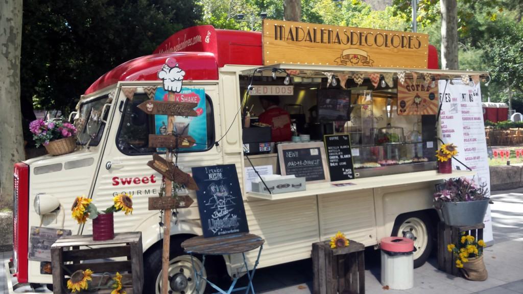 Este fin de semana, la zona de Azca de Madrid acoge 32 food trucks con sus propuestas gastronómicas.