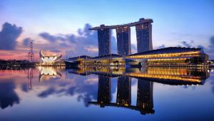 La imagen del Resort Marina Bay Sands de Singapur, que ha dado la vuelta al mundo, es obra también de Moshe Safdie.