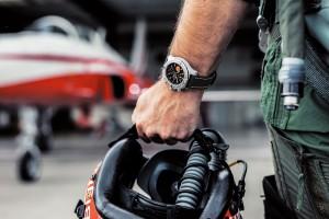Los cincuenta y cinco años de vuelos acrobáticos de la Patrulla Suiza son homenajeados con un reloj edición especial.