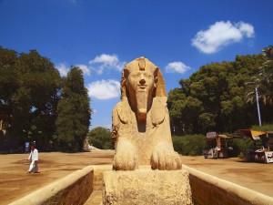 Esfinge en Menfis, se cree que representa a Hatshepsut, la reina de la dinastía XVIII.