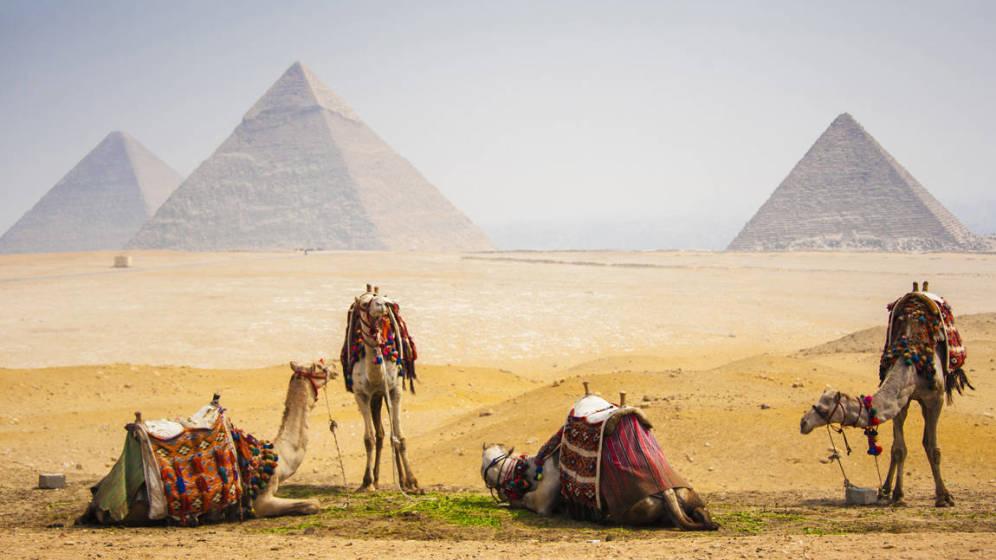 Foto: Los viajeros llevan viajando a Egipto desde hace siglos para ver sus famosas ruinas arqueológicas. En la foto, las pirámides de Giza.