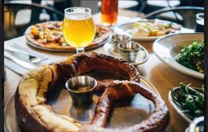 Hop House y sus pretzels, jalapeños con mostazas, cervezas únicas y un ambiente joven en Harlem, entre vecinos y nuevos amigos.