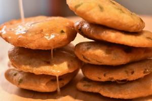 Lolo's prepara especialidades caribeñas como los panecillos Johnny cakes, típicos de Belice, con mantequilla y miel.