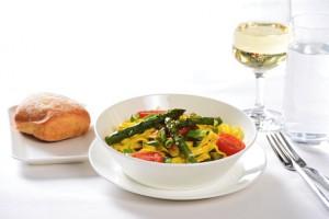 Un equipo de expertos selecciona los vinos, asegurándose de que el viajero tenga lo mejor de lo que Suiza ofrece y de que se adapte bien a su comida a 10.000 pies.