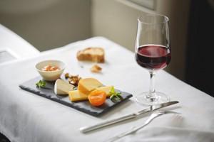 Los vinos únicos de Suiza, que se sirven a bordo de todos los vuelos de SWISS, hacen que los momentos a bordo sean deliciosos.